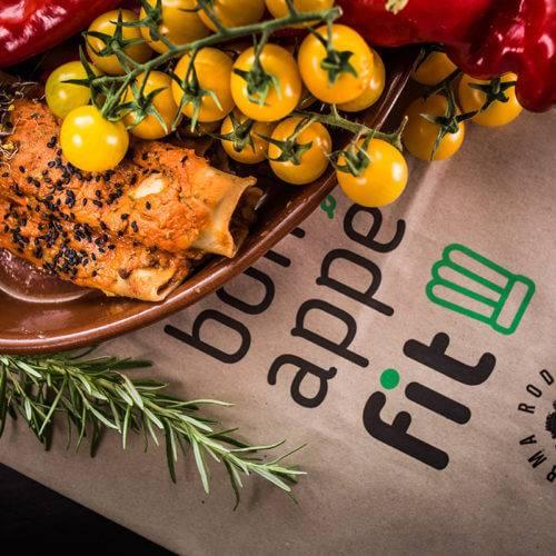 Posiłek dietetyczny z logo bonappefit w tle 2